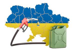 Канистра с бензином на фоне украинского флага