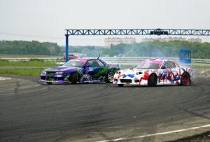 Гоночные автомобили на трассе
