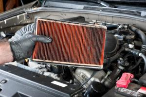 Грязный автомобильный воздушный фильтр
