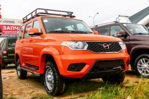 Оранжевый УАЗ Патриот