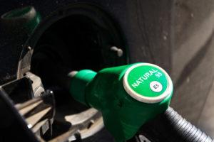 Колонка на автозаправке с бензинов АИ95 Е5