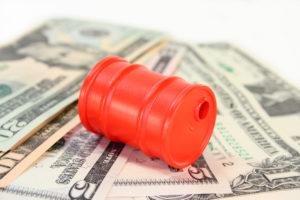 Бочка нефти на долларах