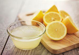 Лимон и свежевыжатый лимонный сок